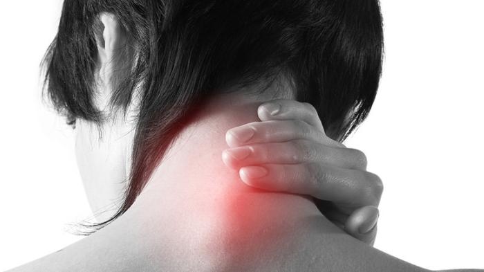 Как именно устранить горбину за шеей и вывести все соли таким образом, чтобы не навредить здоровью?