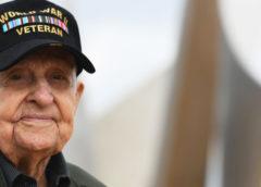 Американский ветеран 75 лет хранил фото девушки, с которой познакомился во Франции во время войны